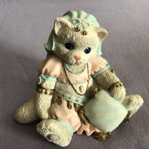 Collectable cat ornament